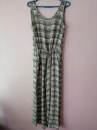 🚚 BNWT Tracyeinny Aztec Printed Long V Back Jumpsuit Rompers