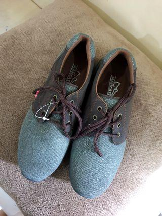 Sepatu pria size 41