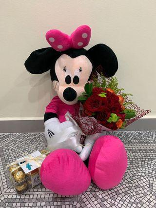 🚚 Minnie Mouse with rose bouquet