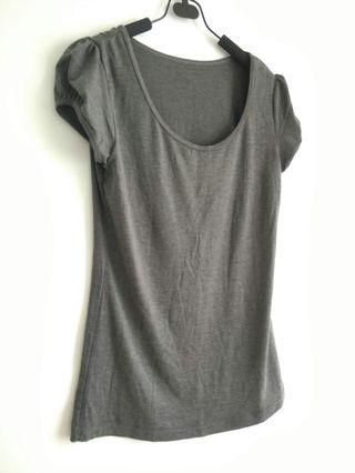 斯文  Ladies Top size S  sleek quality