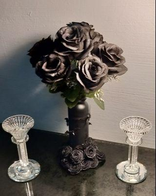 Gothic style flowers arrangement