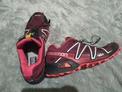 Sepatu trail run