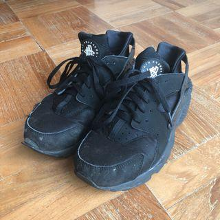 Nike Air Huarache in Black EUR 41