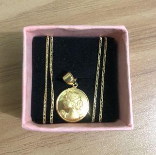 18K Queen Elizabeth Pendant & Necklace Saudi Gold