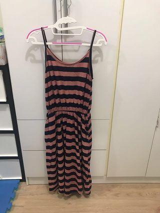 🚚 條紋細肩連身長洋 渡假 休閒 條紋洋裝 #半價衣服拍賣會
