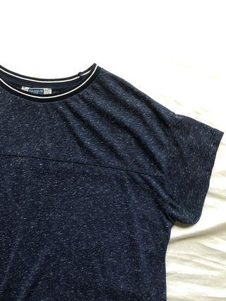 🚚 pull and bear navy graphic tee