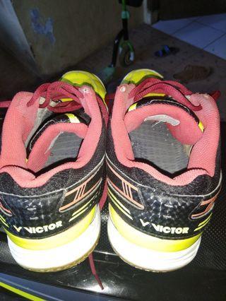 Sepatu Victor