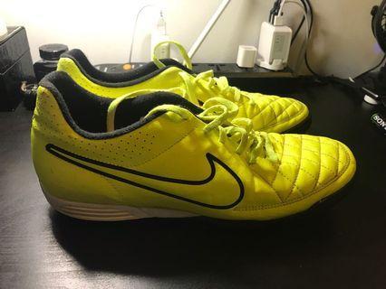 🚚 Nike Tiempo turf cleats (US 10.5)