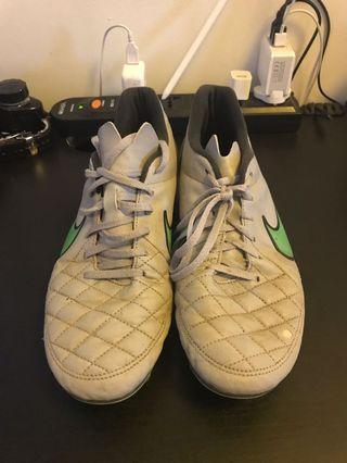 🚚 Nike Tiempo grass cleats (US 11)