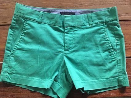 Green shorts 熱褲