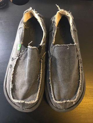 🚚 Sanuk casual shoes (US 11)