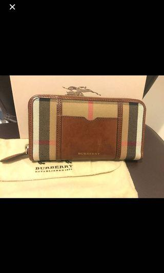 Authentic Burberry checked zip around purse . Seldom use . Very good condition 9/10 .