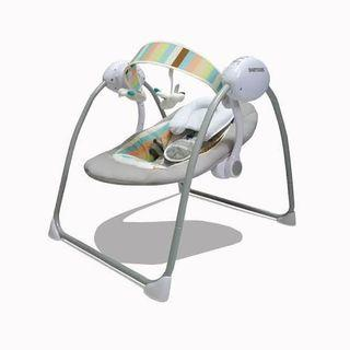 Baby does cozy electric swing