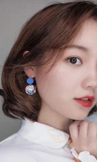 🚚 BNWT Clip On Blue Resin Earrings