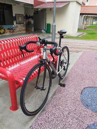 Btwin road bike TRIBAN 100 (SIZE M)