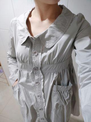 全新@圓領可愛縮腰皺摺設計鈕扣長版口袋洋裝/防曬長版罩衫