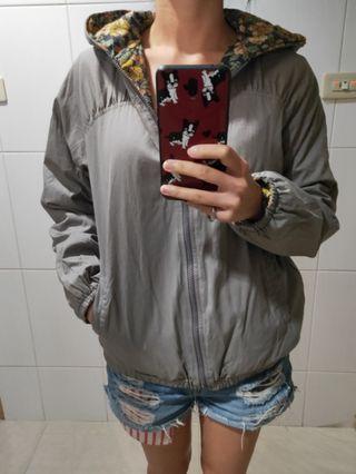 🚚 二手@防風保暖花花素色雙面穿外套
