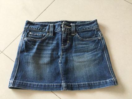 🚚 Levi's denim skirt