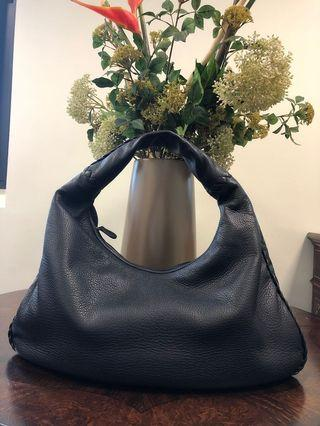 🚚 *100% AUTHENTIC* Bottega Veneta - Nero Medium