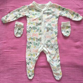 Baby bodysuit with matching gloves