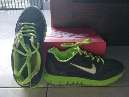 Sepatu Nike Abu sol Hijau
