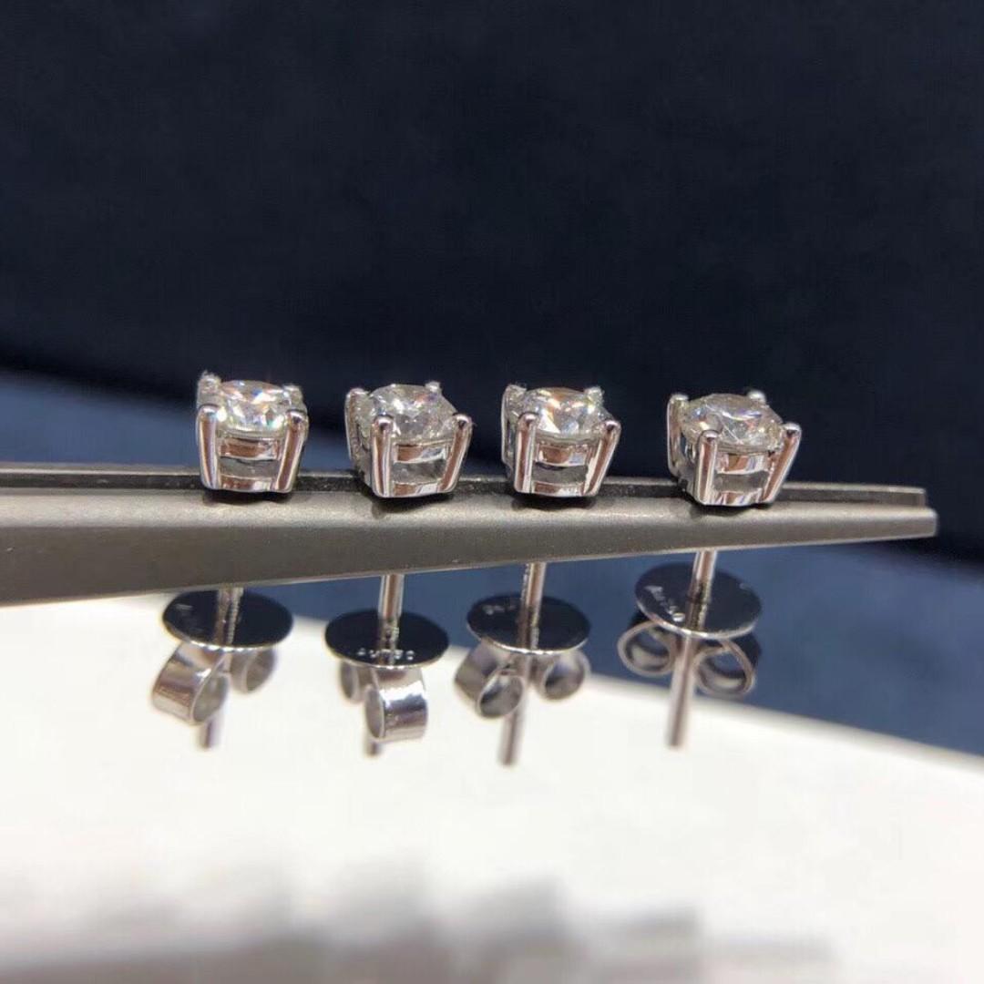 💁18K金四爪款式托起主鑽的設計,360度光線入鑽石💎,折射出更加璀璨的光芒🎆,採用經典四爪,永不過時,時間簡約,男女均可佩戴😊