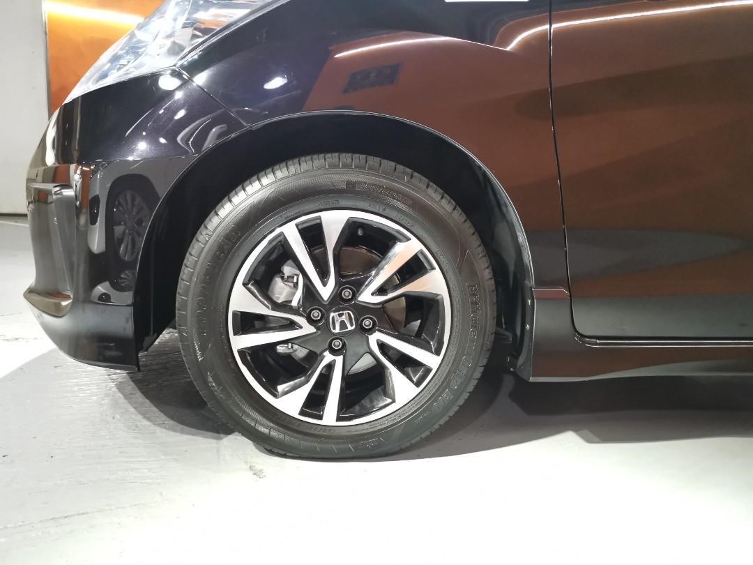 2012制 Honda Freed Hybrid