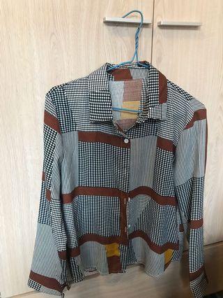 台灣購入復古紋上衣