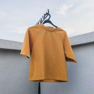 🚚 mustard back zip top