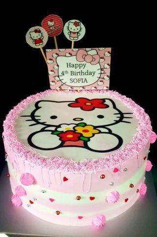 🚚 Hello Kitty Cake