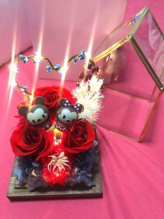 🚚 Enchanted Rose with Mickey/Minnie figurine