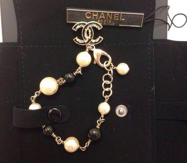 Chanel Logo Pearl Bracelet  100%Authentic and brand new全新黑白珍珠手錬