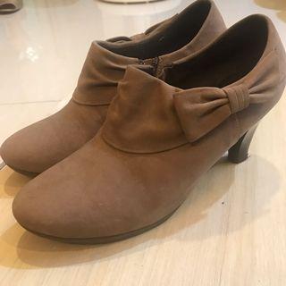 🚚 Ⓜ️Mom叫我賣:麂皮蝴蝶小裸靴