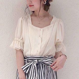 日系 lace公主袖露銷骨顯瘦上衫