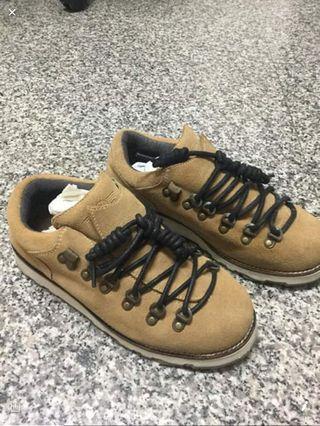 🚚 麂皮休閒鞋
