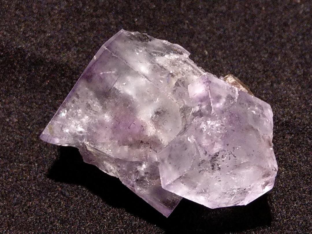 天然紫螢石與白鎢共生原石