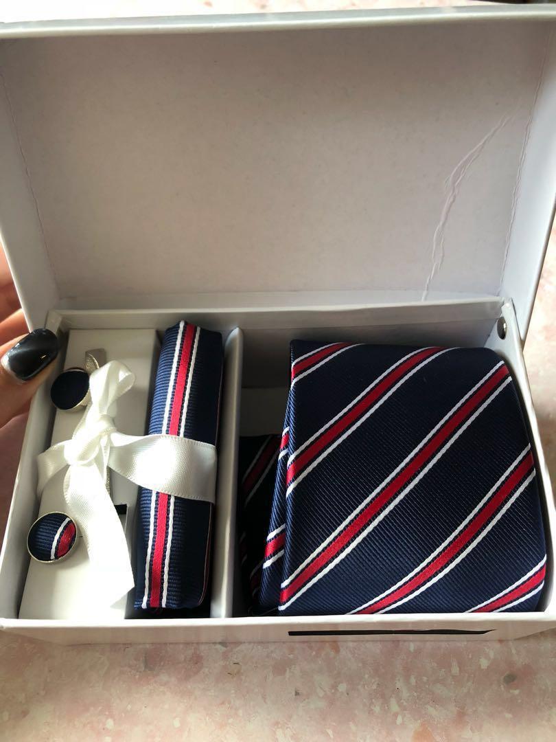 領呔套裝 有3隻色