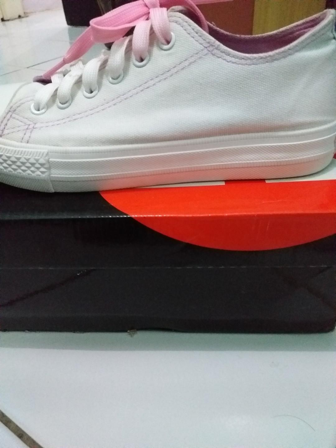 Airwalk white shoes tali ombre