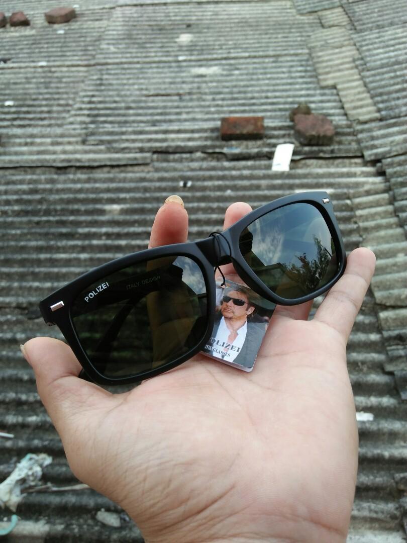 Kacamata Wayfarer Brand: POLIZEI HJ533  Italy Design Warna lensa hijau botol Lensa kaca, adem di mata,sangat nyaman dipakai Kondisi: New (masih menempel tag bandrol barunya) Engsel besi Full tag logo brand Harga 125rb