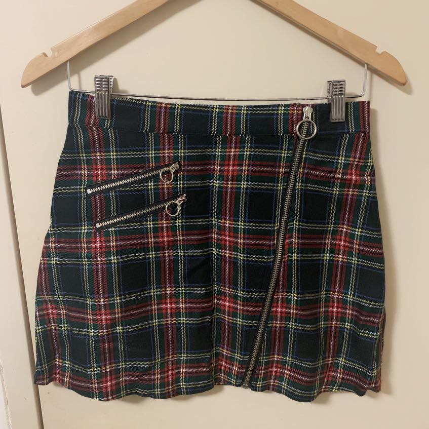 Korean Fashion - Chuu~ Checkered Skirt: Brand new with tags [S/M]