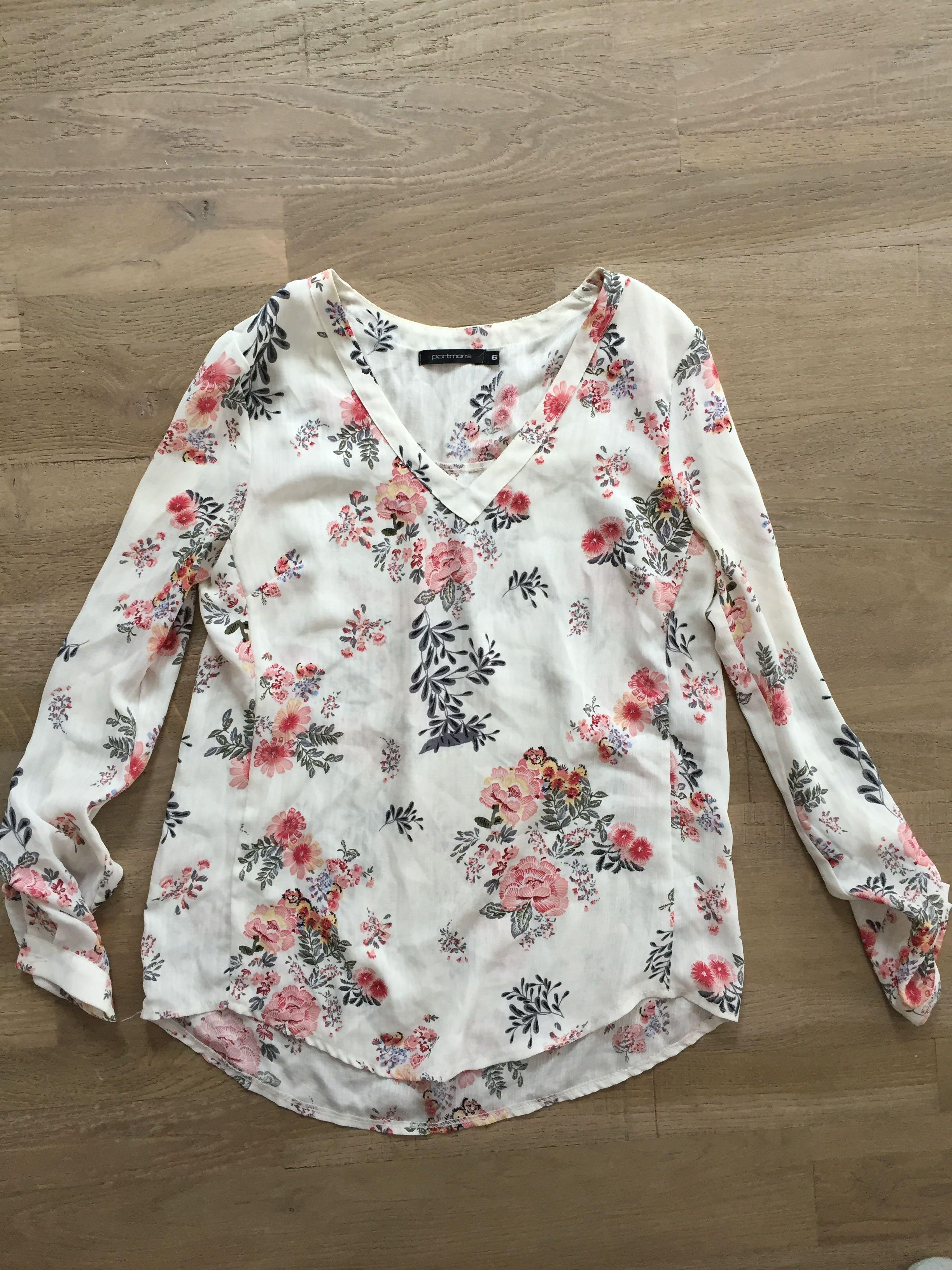 Portman's size 6 floral top with adjustable sleeves