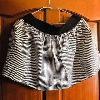 🚚 黑白直條休閒短裙