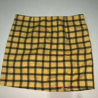 🚚 Yellow checkered skirt