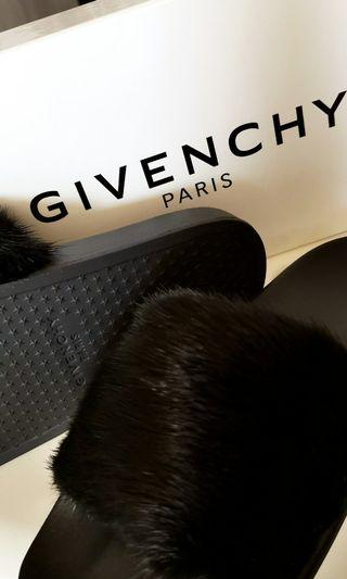 🚚 Givenchy Mink Fur Slides
