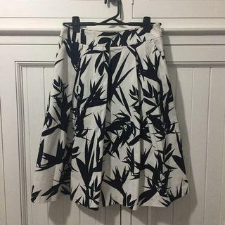 Portmans Size 10 Black & White Work Skirt.