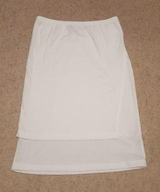 Double layered white skirt