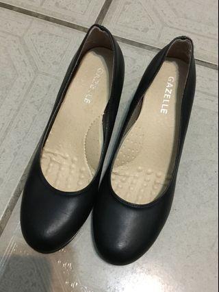 女用短跟包鞋