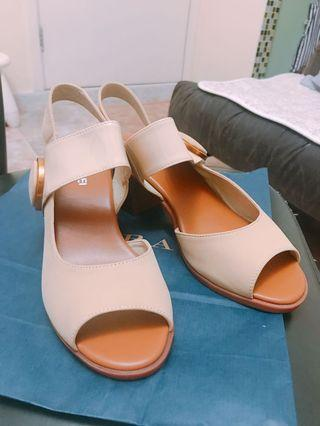 女裝米色大扣高跟涼鞋