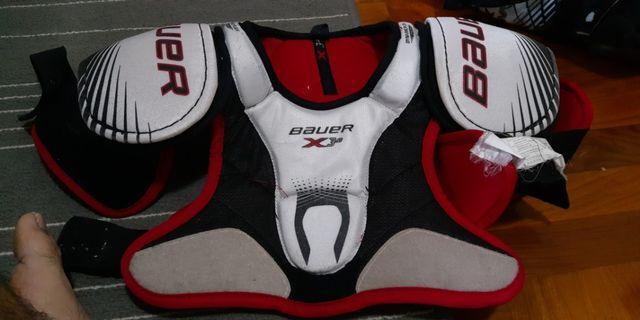 Ice hockey shoulder pad, JR small size,  Bauer vapor 3.0