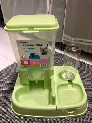 🚚 Auto food feeder and auto water for pets